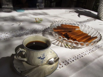 Coffee with gavottes, a buttery, hardened crepe dessert